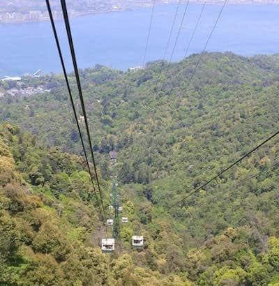 弥山に登るロープウェイ