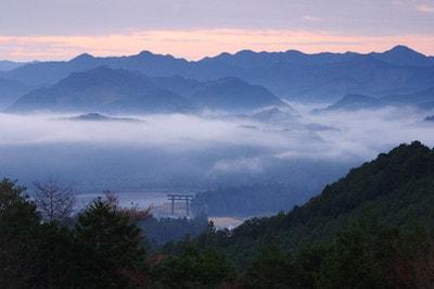 熊野本宮大社を囲む山々