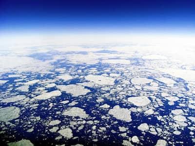 北極の海氷