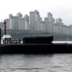 (釜山港に入港する米海軍の原子力潜水艦ミシガン)